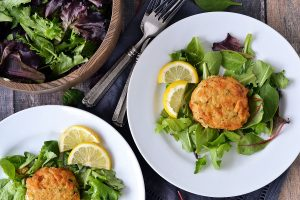CRAB CAKE WITH GARLIC AIOLI